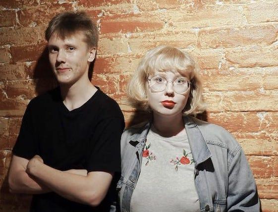 Kaksi salolaista nuorta keikkailevat Rikalanmäellä lauantaina 25.7. klo 19.00. He esittävät pop- ja jazzmusiikkia sekä suomeksi että englanniksi. Tilaisuuteen vapaa pääsy. Keikka on joko terassilla tai Rikalan Krouvissa.