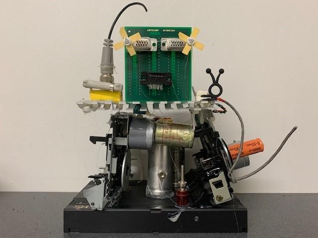 Metalliromusta valmistettu robotti