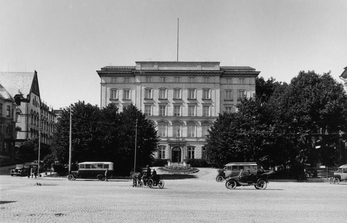 Turun yliopiston ensimmäinen päärakennus Turun kauppatorin laidalla